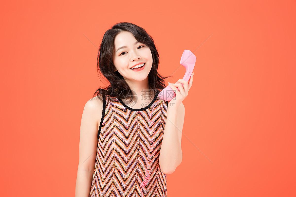 时尚美女打电话图片