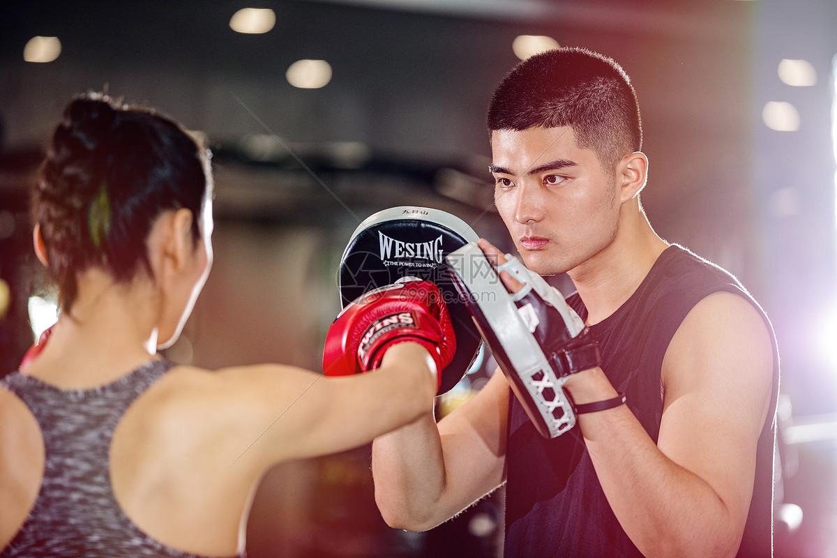 拳击运动男女图片
