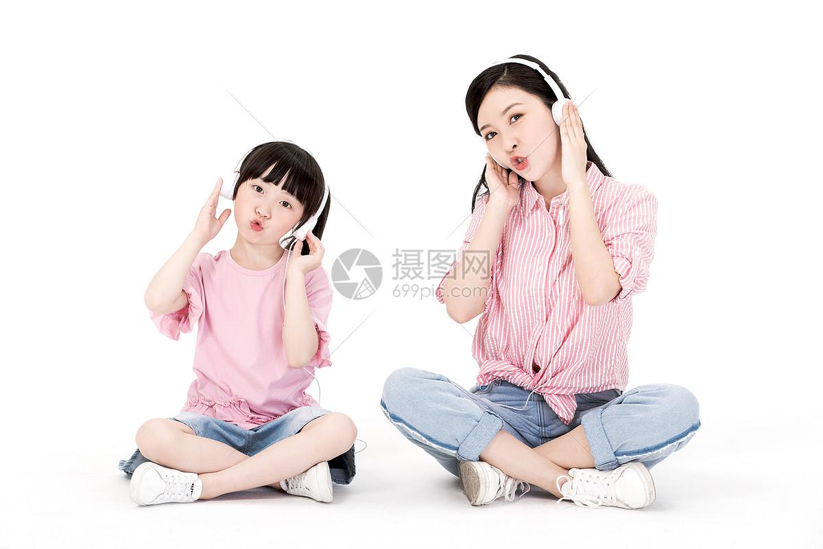 母女听音乐图片