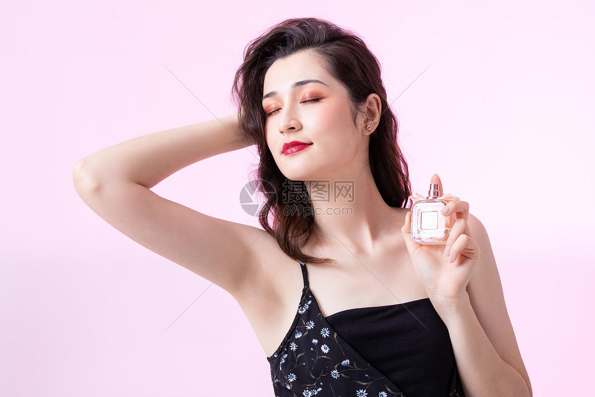 香水美女图片