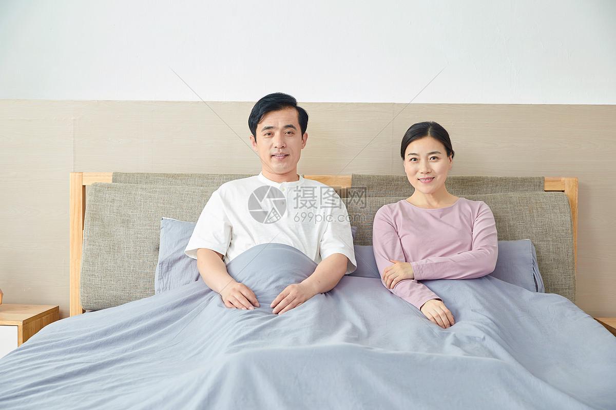 中年夫妻图片