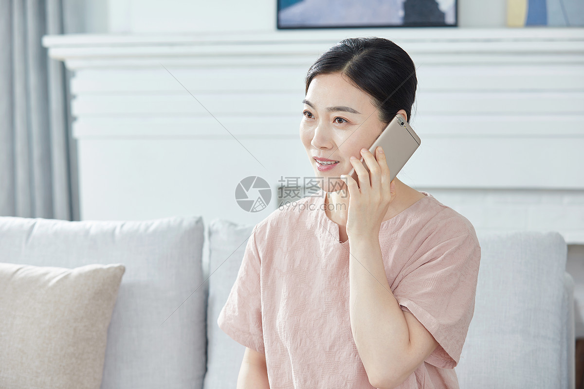 中年女性打电话图片
