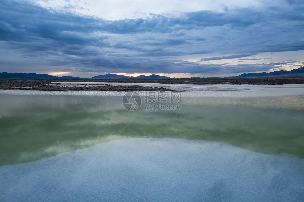 西北大柴旦翡翠湖图片