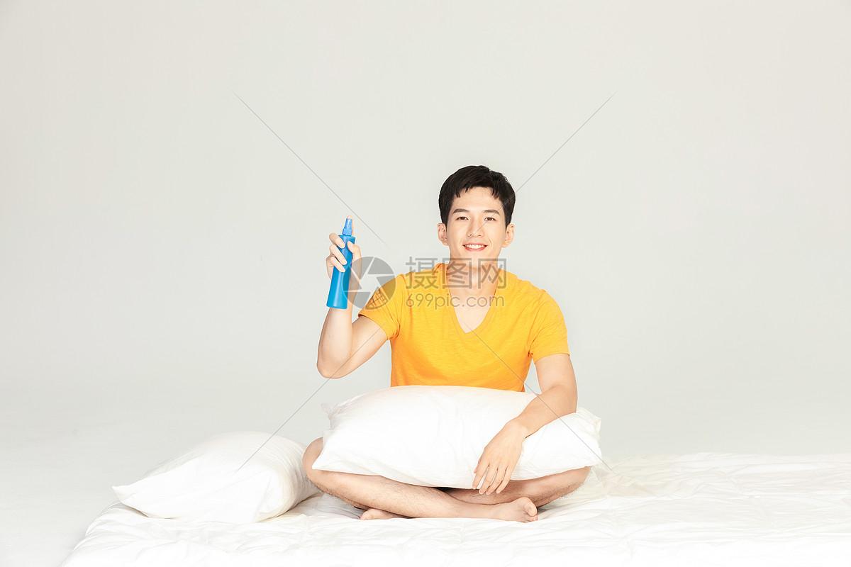夏日男性驱蚊图片