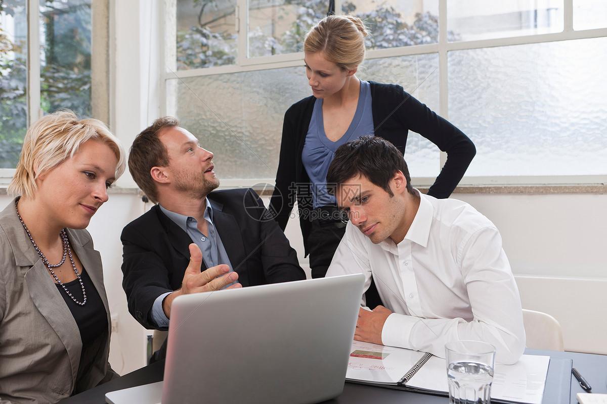 与Web设计器的业务会议图片