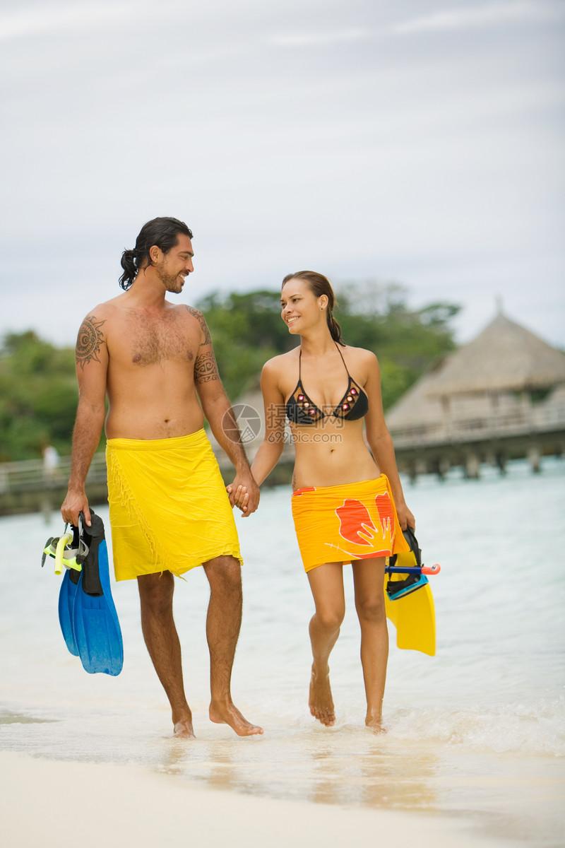 在波拉波拉度假的夫妇图片